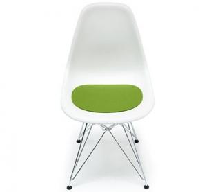 Sedák na Eames plastic sidechair